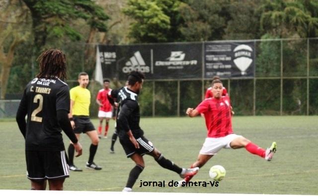 Lance no meio campo, com Samuel Rodrigues, um dos melhores no desempenho ao longo dos 96 minutos do tempo total do encontro